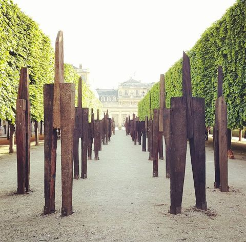 Standing men sculpture by Jeong Hyun- jardin du palais royale