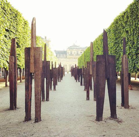 Standing men sculpture by Jeong Hyun- jardin du palais royale