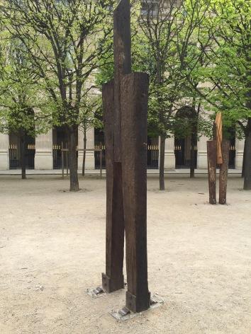 Standing men sculpture by Korean artist Jeong Hyun at the Jardin du Palais Royal #korean