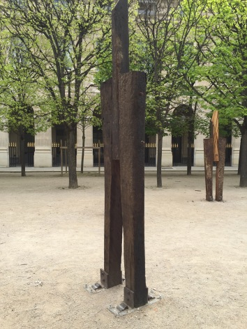 Standing men sculpture by Korean artist Jeong Hyun at the Jardin du Palais Royal #korean
